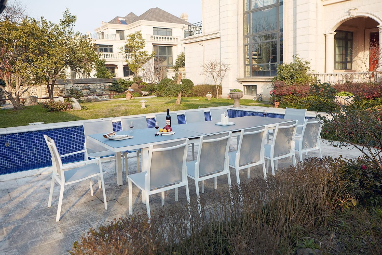Niari 12   table de jardin extensible 12 personnes avec 2 fauteuils et 10  chaises en aluminium. Niari 12   table de jardin extensible 12 personnes  avec 2 ... 43096345146f