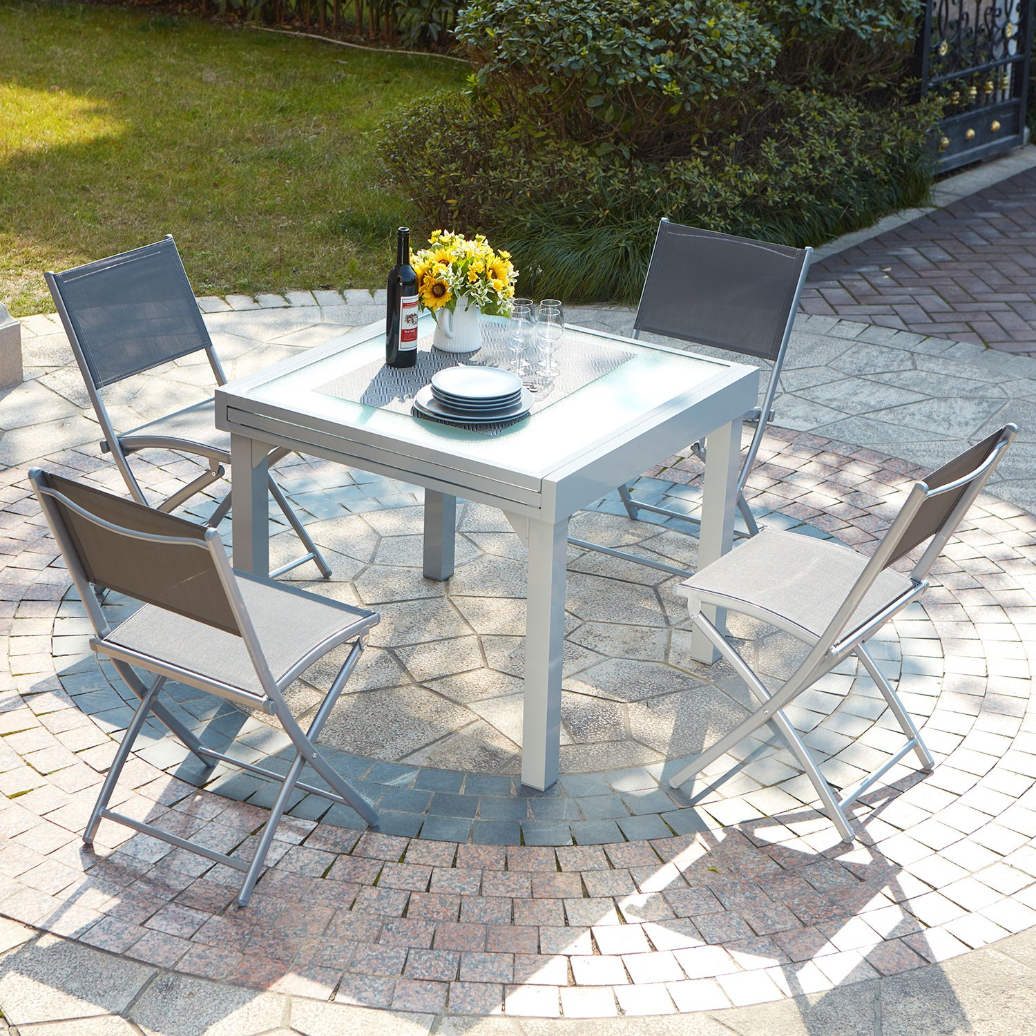 Ensemble table de jardin en aluminium 4 chaises molvina for Table 4 personnes extensible