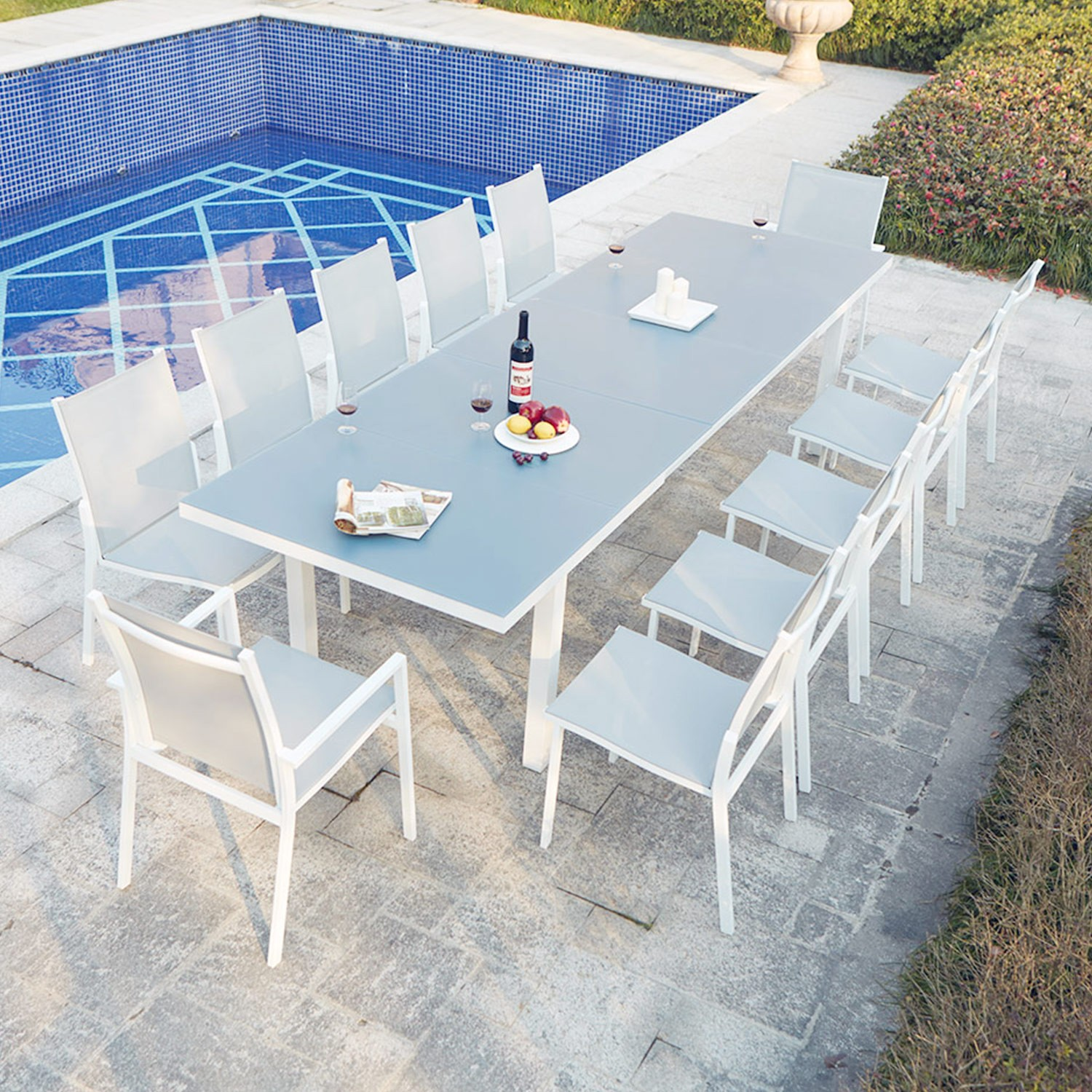 Ensemble table de jardin extensible en aluminium moniga 12 for Table exterieur 12 personnes